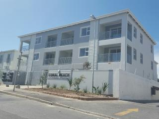 BRAND NEW FULLY FURNISHED SELF-CATEING APARTMENT, Bloubergstrand