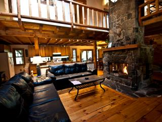 Gorgeous Pocono Log Cabin on 10 Acres--Hot Tub!!