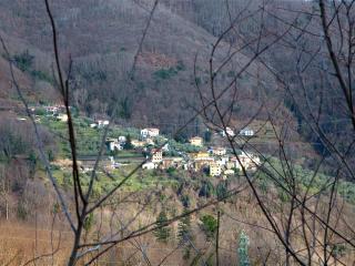 Caratteristica casa di campagna con caminetto