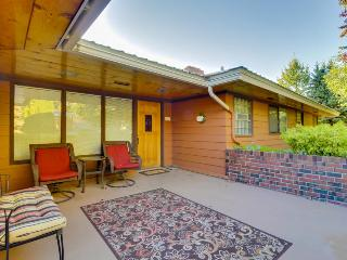 Charming lakefront home w/ pool, hot tub, & game room, Manson