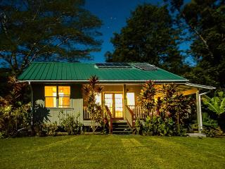 Romantic Hawaiian cottage 8 acre all for you! Wifi, Pahala
