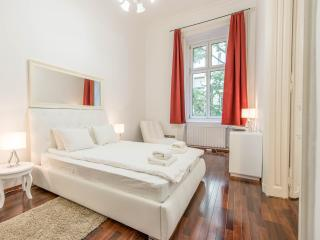 OASIS Apartments - Luxury 2 Bed Art Deco Suite, Budapest