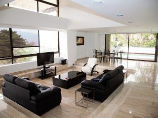 Luxury 4 BR Duplex with Private Pool, Medellin