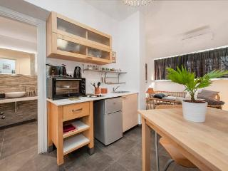 Modern Cozy Independent Studio for 2 Vatican Area, Roma