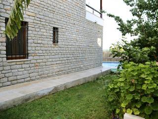 102-Bodrum 2 Bedroomed Flat With Communal Pool, Yalikavak