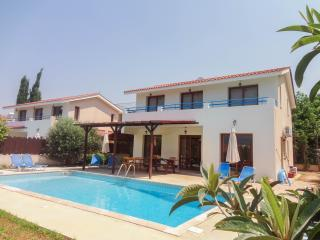 7 BR combination villa with private pools, wifi, Kissonerga