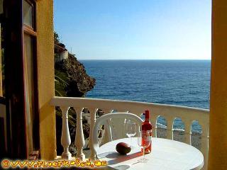 Casa Antonio N° 3 *** Beachfront Apartment ***, Almuñécar