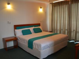 West Inn Colombo / Budget Inn