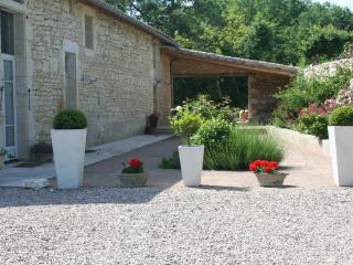 Fabulous French House with Large Pool, 4 Large En-Suite bedrooms and Air Con