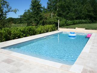 Fabulous Villa with Large Pool, 4 En-Suite bedrooms and Air Con near Cordes