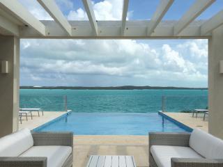 Villa Capri - Modern Luxury Waterfront Villa, Providenciales