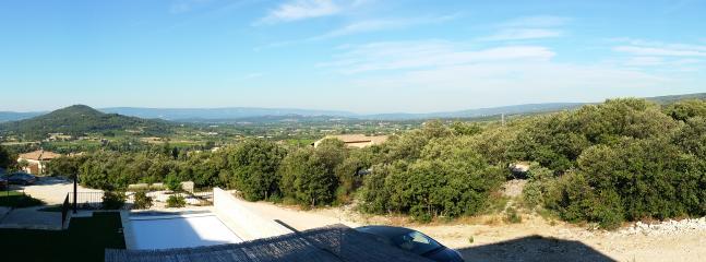 Vue panoramique des Grenadiers de Saint Sat sur les Monts de Vaucluse et le Mont