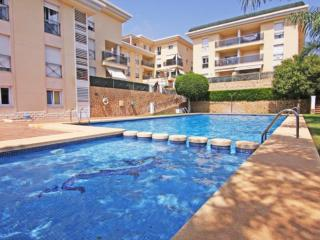 Apt. with garden,pool Calpe