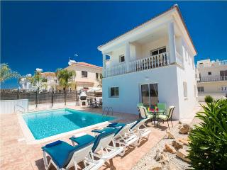 4 BR luxury villa, walking distance to Nissi Beach