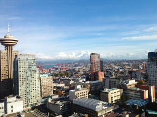 Modern Downtown Condo with Breathtaking Views, Vancouver