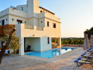 A New Beautiful Villa 3.5km from the beach !, Stavromenos