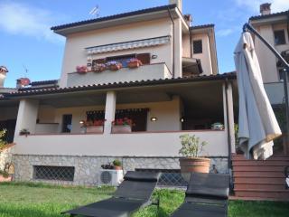 Casa collinare con vista mozzafiato in Toscana