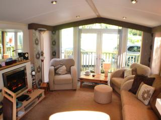 Aberdunant Luxury Caravan with views of the Meadow, Prenteg