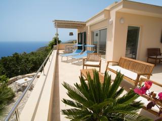 Beautiful villa, 2 storeys, with large terraces