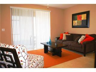 Orlando - Deluxe Vacation Rental - 8 Guests - 3BR, Davenport