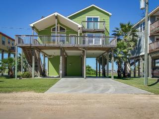 Renovated, pet-friendly house with Gulf views!, Galveston