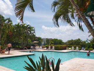 Weston Villa  - Ground Fl, Pool, Gym, Tennis