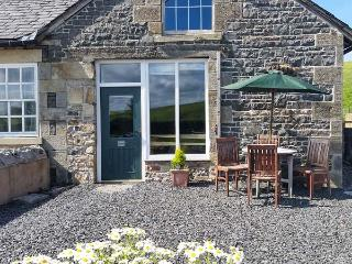 TETHERA COTTAGE, pet friendly, character holiday cottage, with a garden in