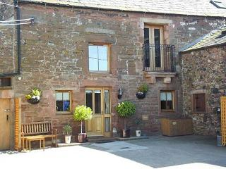 SWALLOW'S NEST, family friendly, character holiday cottage in Penrith, Ref 4231