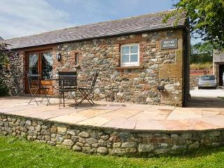 SONYA'S COTTAGE stunning coastal views, all ground floor, hot tub in Bowness on