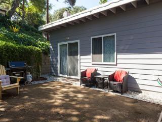 Modern Red Oak Cottage in Los Angeles 6 ml to DTLA