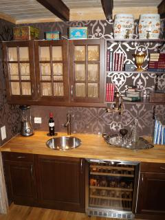 Wet bar in library/reading room