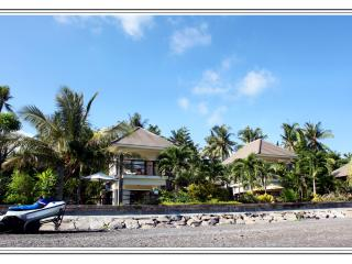 Luxurious beach  villa Singaraja up to 10 persons