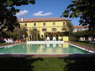 Agriturismo Tenuta La Pila with rooms and pool!