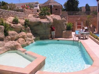 Santa Maria Villa Apartment (C) Shared Pool, 1-Bedroom, sleeps up to 3, WiFi, Mellieha