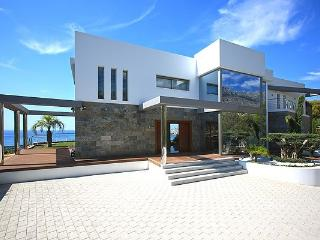 New luxury villa on the front line from the sea, Altea