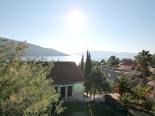 Spacious apartment 2 bdrs with a terrace, Herceg-Novi