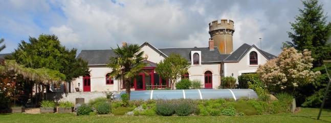 Maison d'hôte la Tour de Guignes avec son château d'eau intégré à la maison
