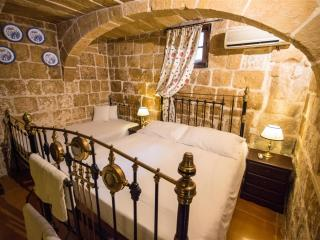 The Burrow Ground Floor Suite Private Bathroom, Tarxien
