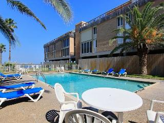 1 bedroom 1 bath condo with channelviews and community pool!