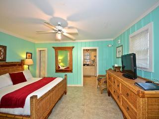 Mallory Suite - 1 Block from Duval St. Great KW Deal, Key West