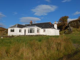 Isle of Carna-Whole Private Island: Carna Cottage, Glenborrodale