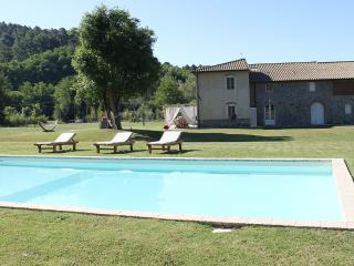 Villa Numa, elegant and modern. Private pool, Lucca