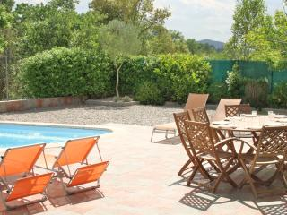 CB393 - Nice villa with pool in a quiet setting, Vidreres