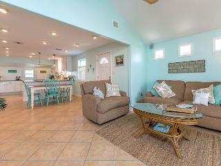 Flirty Flamingo, Boat Parking, WiFi, In Town, Walking Distance to Everything, Port Aransas