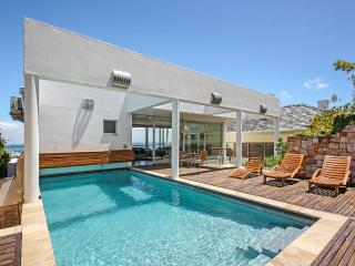 Strathmore House, Sleeps 12, Camps Bay