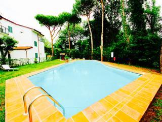 NOVA 4BR-garden&pool by KlabHouse