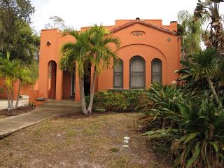 Typical house 2/1 on Indian Beach-Very private-, Sarasota
