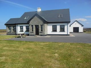 Delightful family home 1 mile from Quilty