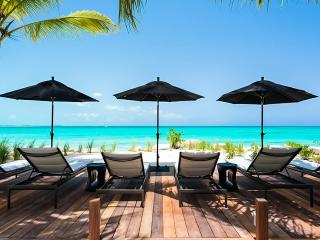 Awa, Sleeps 12, Grace Bay