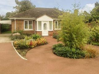 OLD ORCHARD COTTAGE, pet friendly, country holiday cottage, with a garden in Allerthorpe, Ref 12577, Pocklington